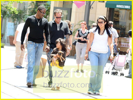 Wayne Brady with wife and daughter