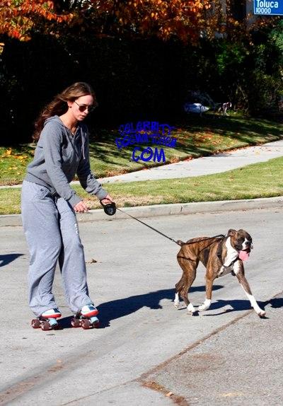 Jennifer Hewitt and Mona